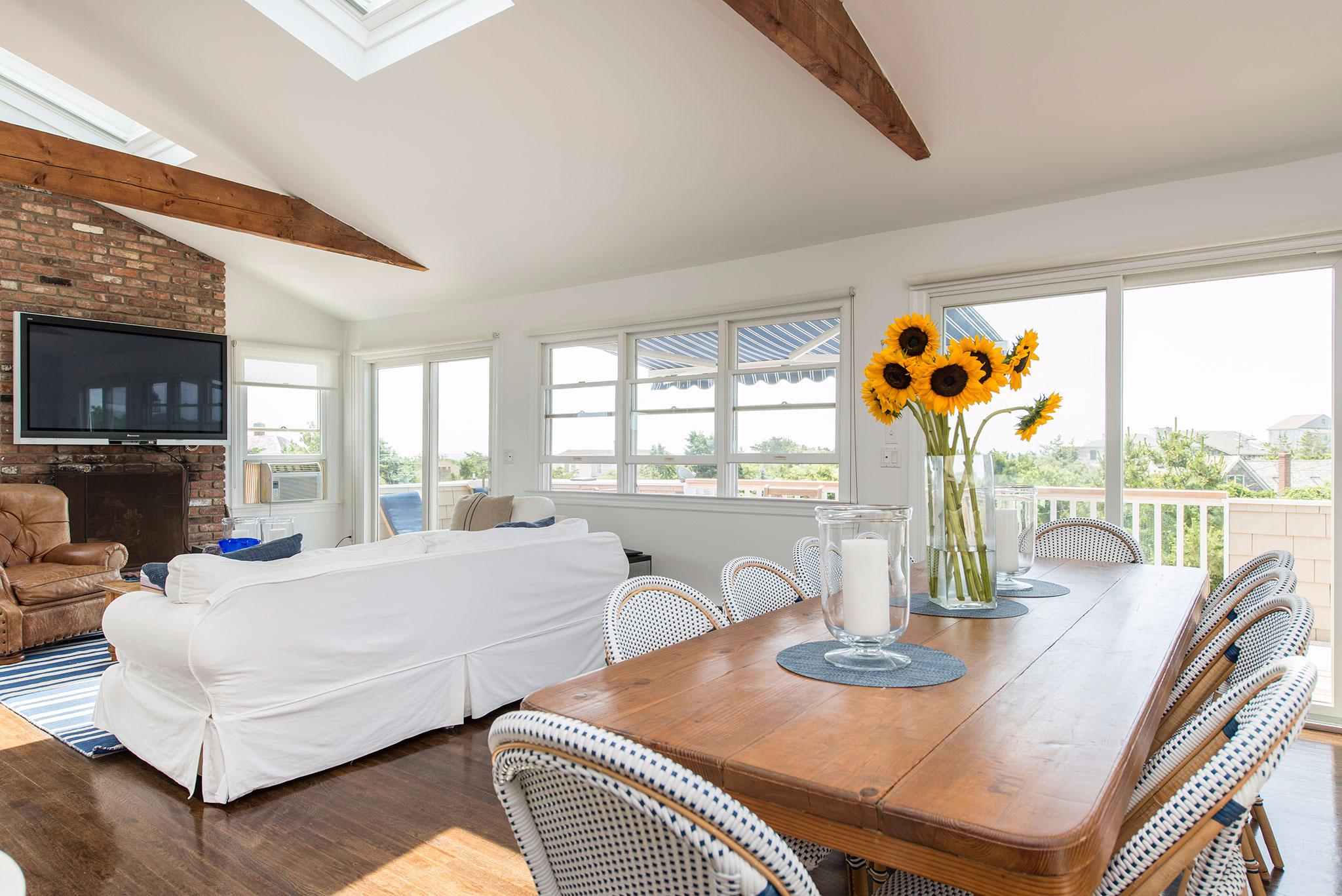 Additional photo for property listing at Perfect Beach House  Amagansett, Nueva York