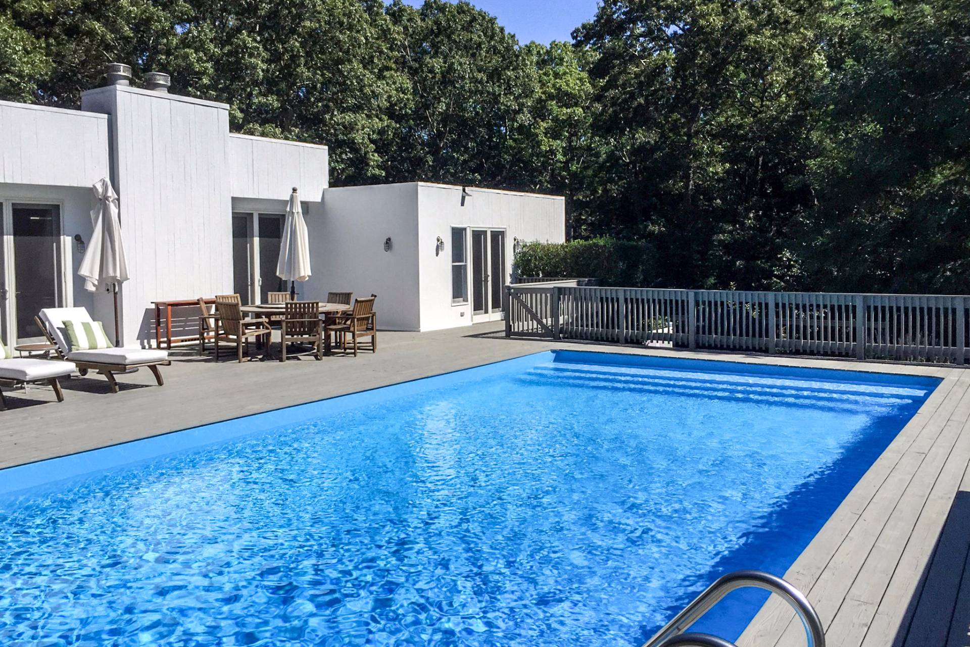 Additional photo for property listing at Chic And Newly Renovated With Pool And Tennis  East Hampton, Nueva York