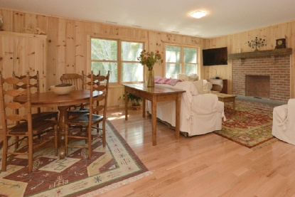 Additional photo for property listing at New And Bright Summer Home  Southampton, New York