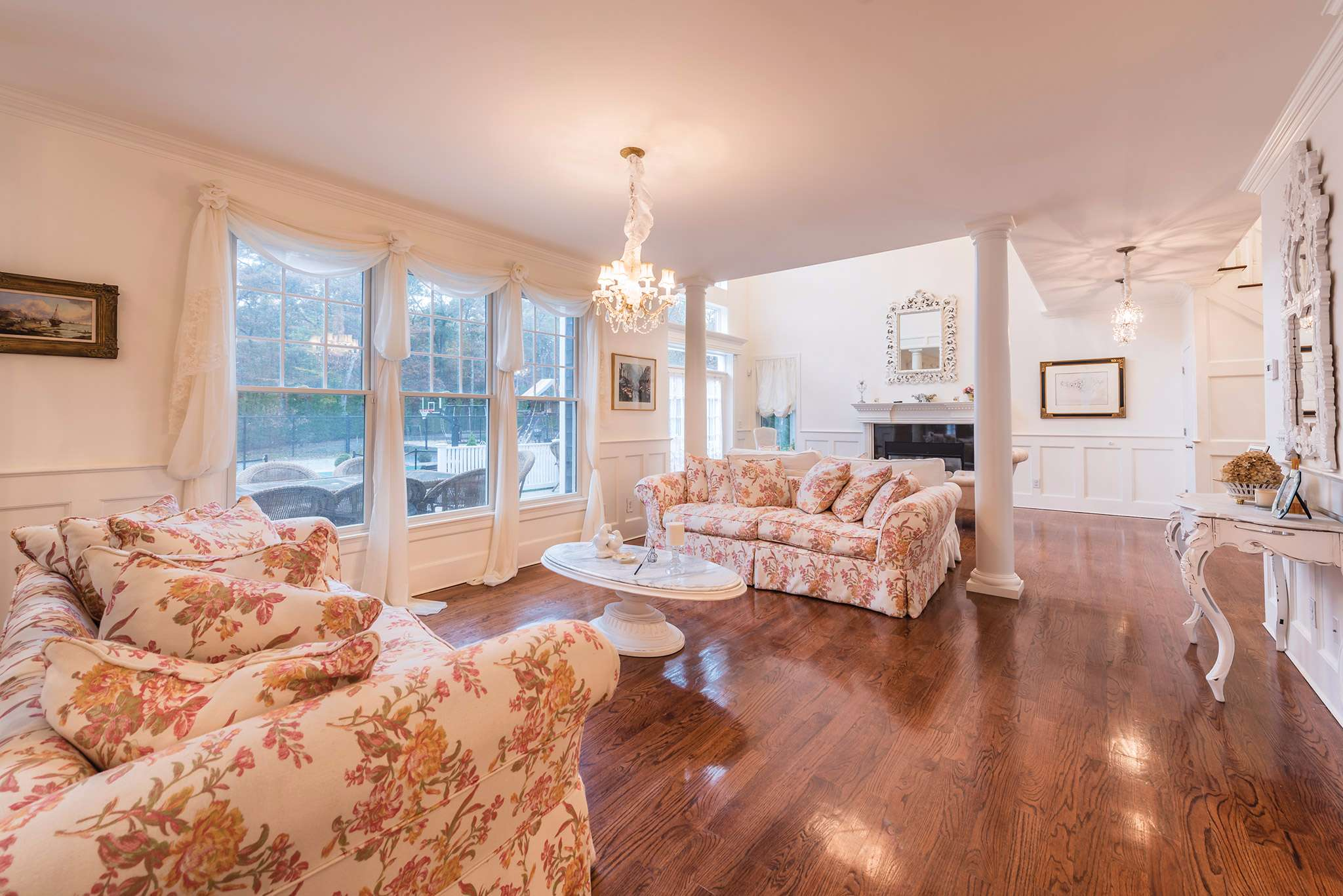 Additional photo for property listing at Southampton Turn Key Traditional  Southampton, New York