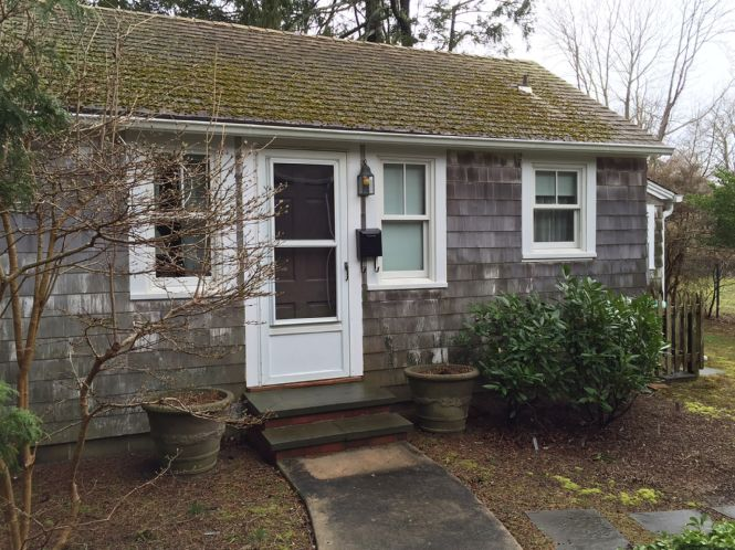 Additional photo for property listing at Charming Village Cottage  Southampton, New York
