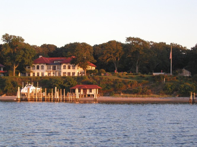 Additional photo for property listing at Historic Waterfront Private Beach, Pool And Dock  Shelter Island, Nueva York