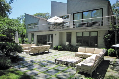 Casa Unifamiliar por un Alquiler en Waterfront With Pool And Tennis East Hampton, Nueva York