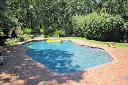 Additional photo for property listing at Waterfront With Pool And Tennis  East Hampton, Nueva York