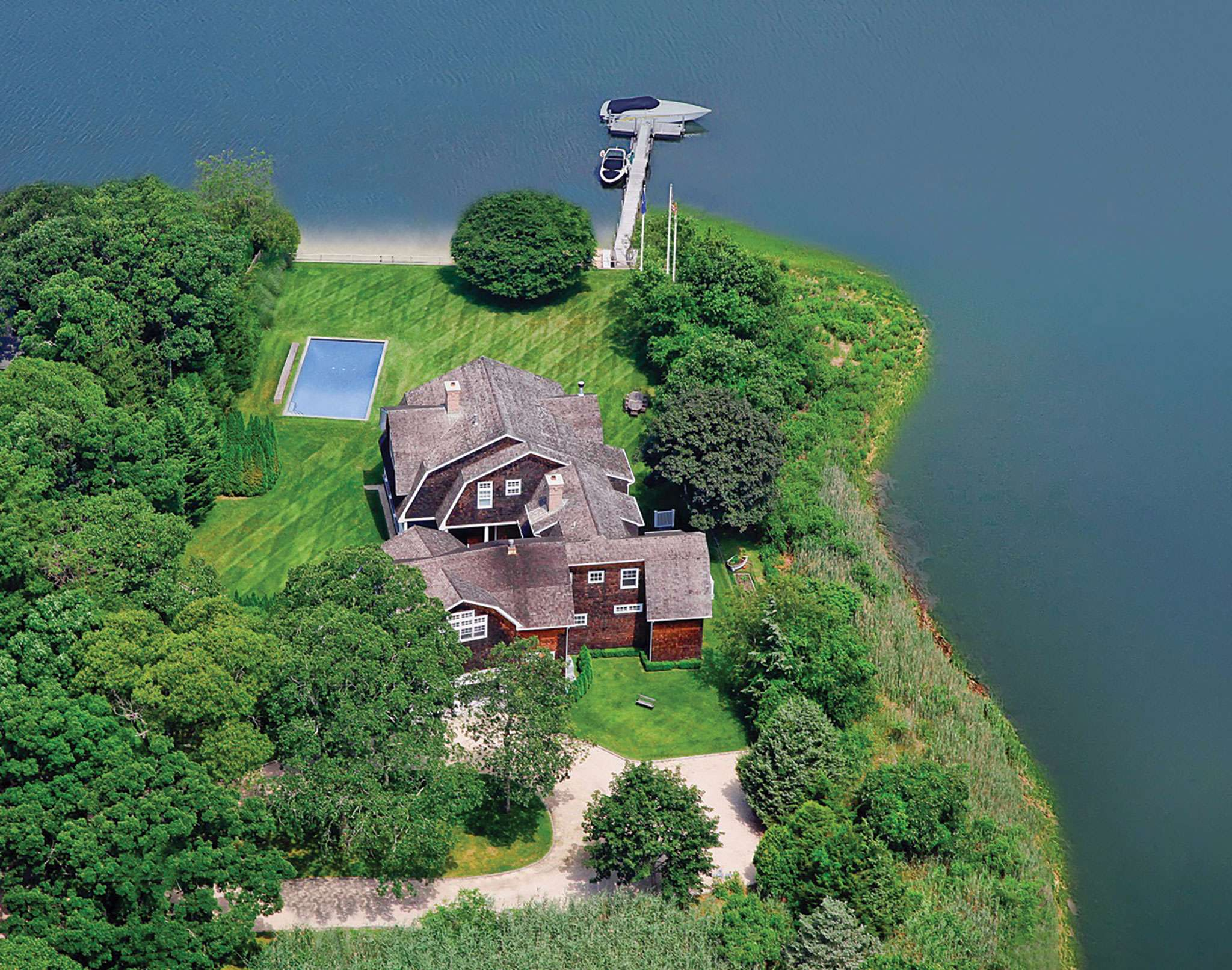 Additional photo for property listing at Waterfront Compound On A Private Peninsula  南安普敦, 纽约州